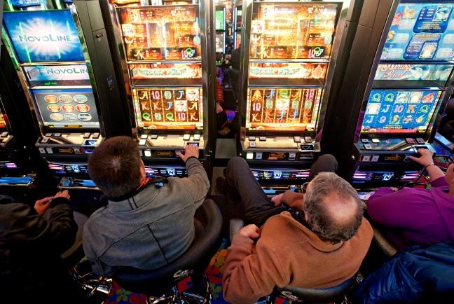 Gli italiani spendono in media 420 euro all'anno in gioco d'azzardo